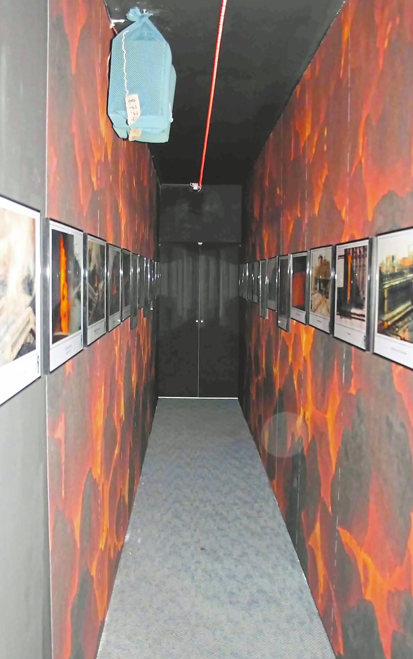 Der Mittelgang der Ausstellung ist dem Inneren eines Kokereiofens nachempfunden.