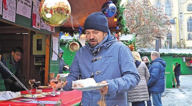 Zum 2. Advent sind auf dem Weihnachtsmarkt Spezialitäten aus der Partnerstadt Beaucouzé zu haben.
