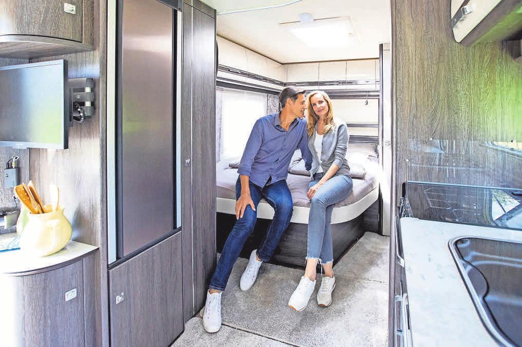"""Zu ihrem 50. Jubiläum präsentierte die Marke Fendt als Weltpremiere ihre neue Diamant-Baureihe. Der Luxus-Wohnwagen Diamant 560 SF glänzt untern anderen mit Echtlederausstattung, der Panoramadachhaube """"Skylight"""" oder der iNet Box für die Steuerung der Heizung. FOTO: MESSE DÜSSELDORF, CONSTANZE TILLMANN"""