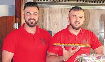 Inhaber Mehmet Akgüc und Bruder Ali Akgüc verwöhnen mit türkischen Spezialitäten. Foto: Kasdorff