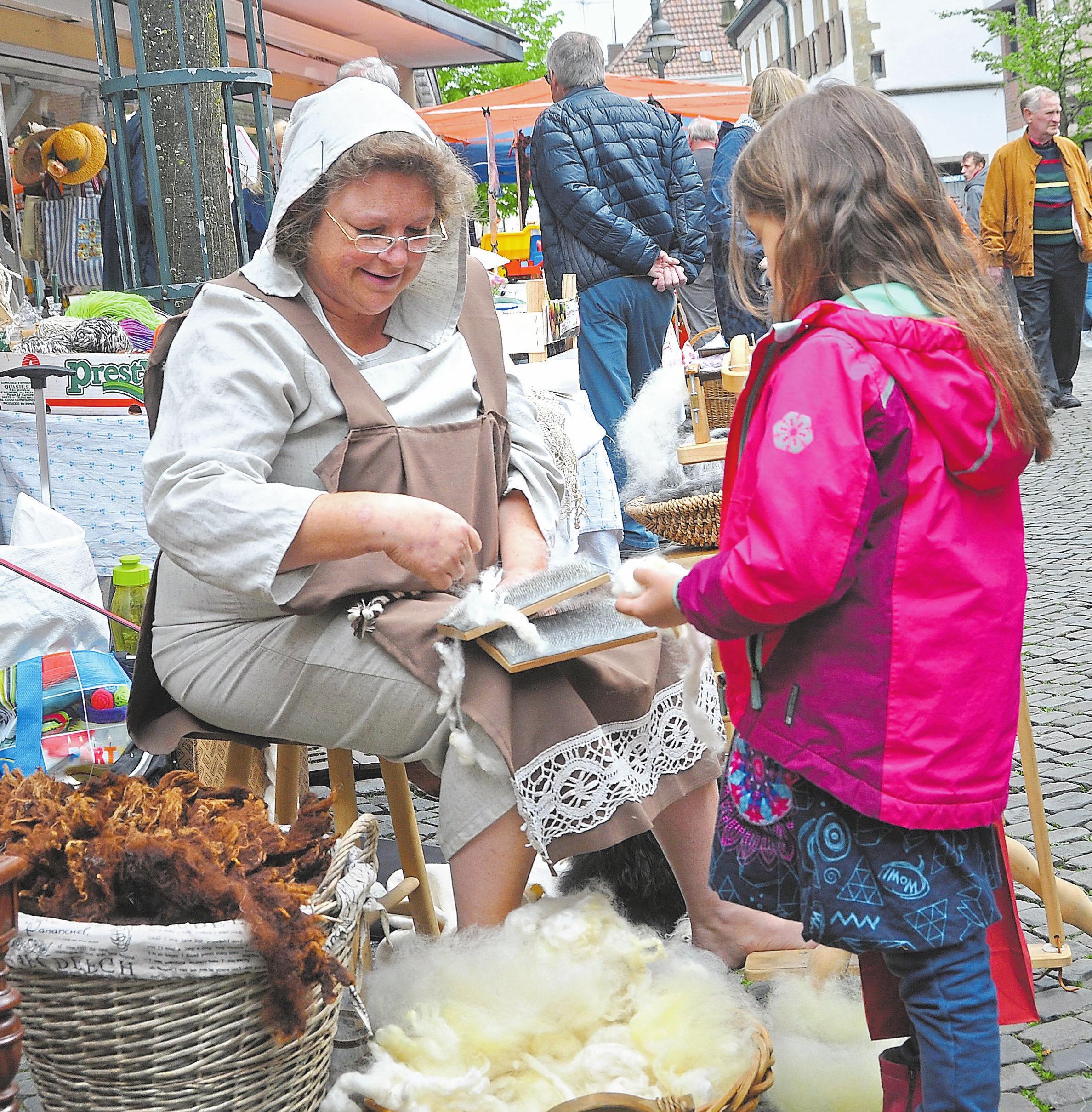 Vor allem die jüngeren Besucher geraten beim Anblick der historischen Handwerkstechniken oft ins Staunen. Foto: Bernd Schäfer