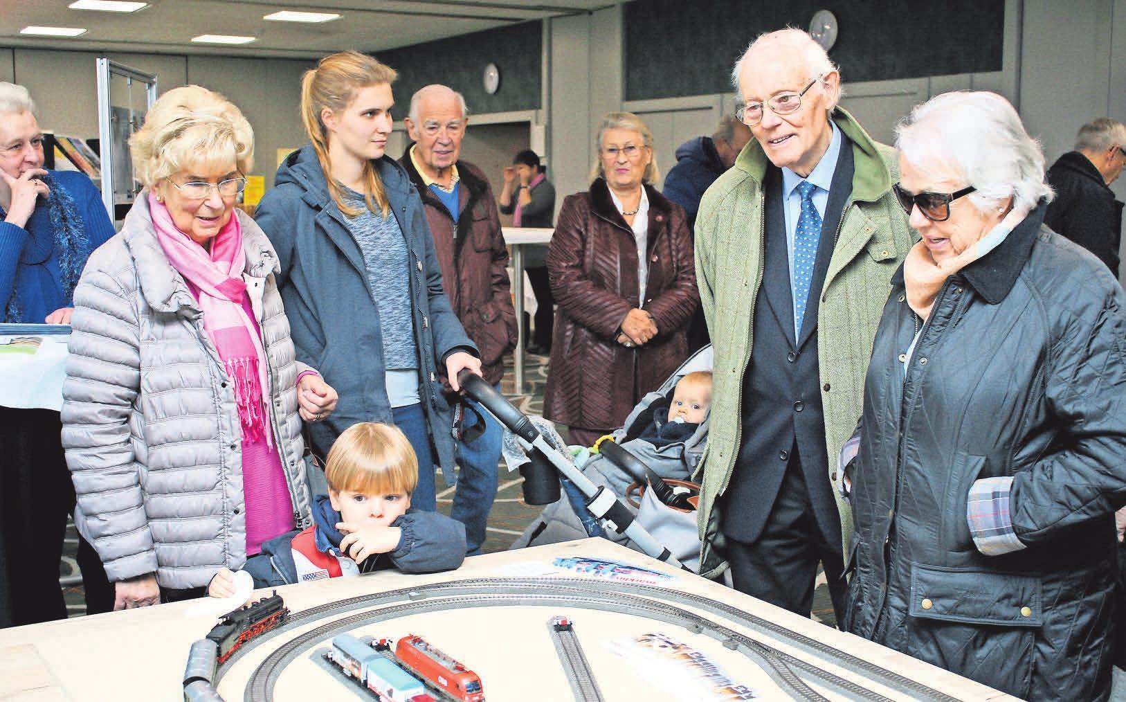 Die Modelleisenbahn fand regen Zuspruch bei den Besuchern. Foto: Lars Siegmund