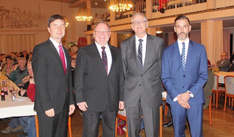 Von links nach rechts: Regionaldirektor der Sparkasse, Rainer Pannke, Rechtsanwalt Uwe Freundel, HWG-Vereinsvorsitzender Hans-Hinrich Munzel, Kreisrat Christian Mews.
