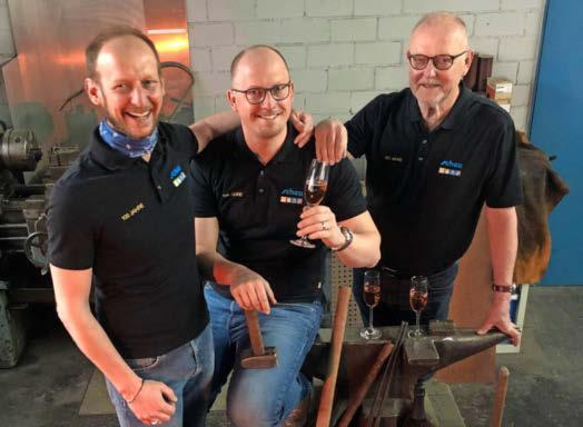 Marco, Michael und Manfred Scheu (v.l.) freuen sich gemeinsam mit ihrem Team auf das große Jubiläumswochenende im Mai. Foto: privat