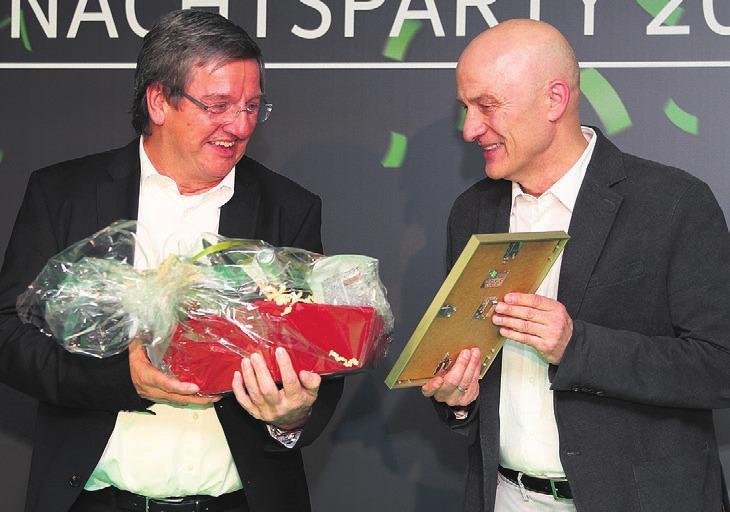 Wolfgang Hotze wurde von Frank Witter verabschiedet. Foto: VfL Wolfsburg
