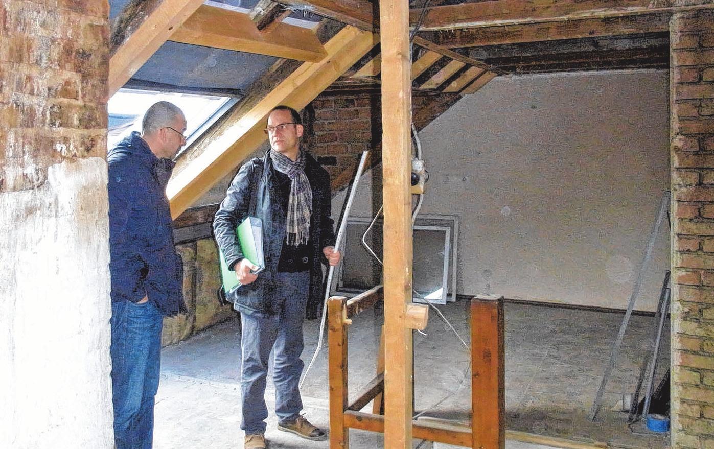 Vorsicht beim Altbaukauf: Werden substanzielle Schäden im Mauerwerk oder Dachstuhl zu spät erkannt, kann es richtig teuer werden. Foto: djd/Bauherren-Schutzbund e.V.