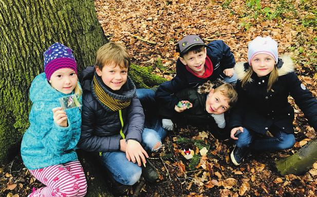 Mia (v. l.), Tom, Philip, Johannes und Emma sind mit dem Nest für den Stieglitz fertig