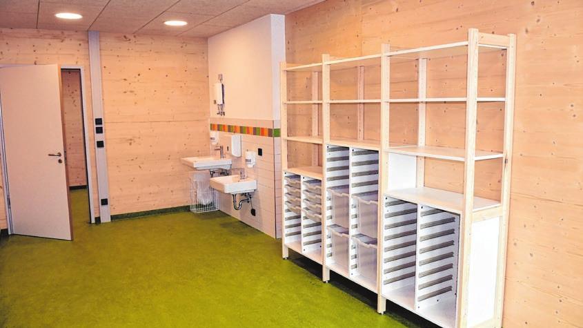Der Kreativraum ist mit einem Waschbecken ausgestattet.