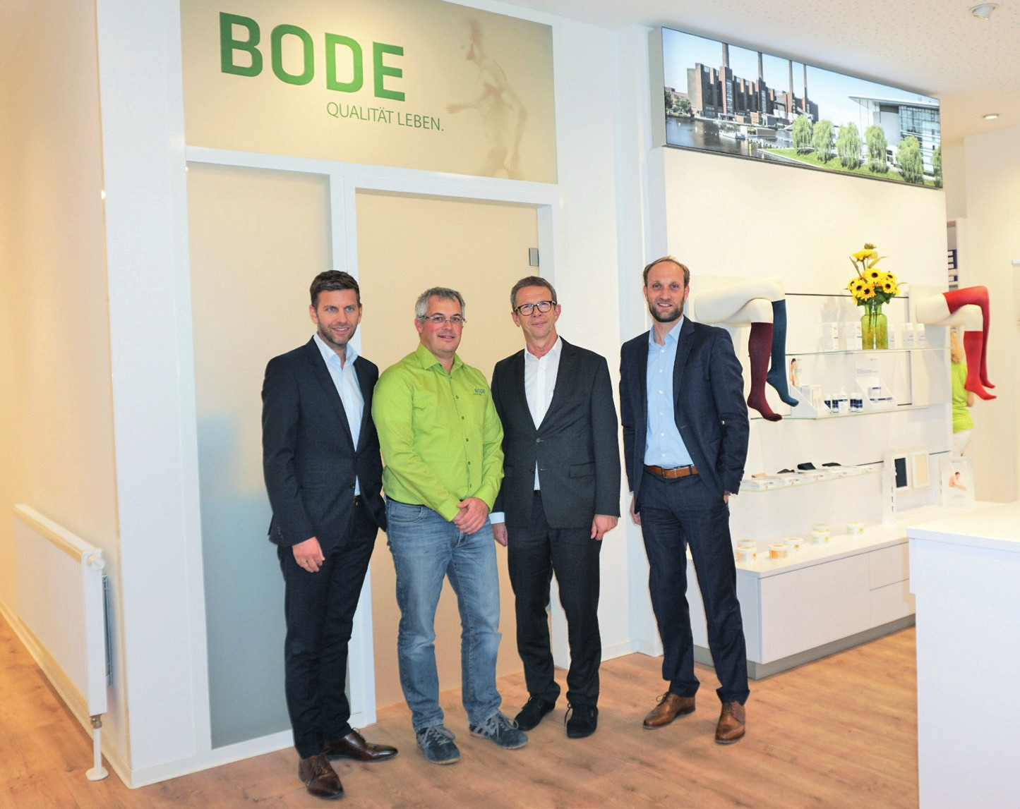 Von links: Wirtschaftsdezernent Dennis Weilmann, Tassilo Bode, Oberbürgermeister Klaus Mohrs, WMG-Geschäftsführer Jens Hofschröer. Fotos: WMG Wolfsburg