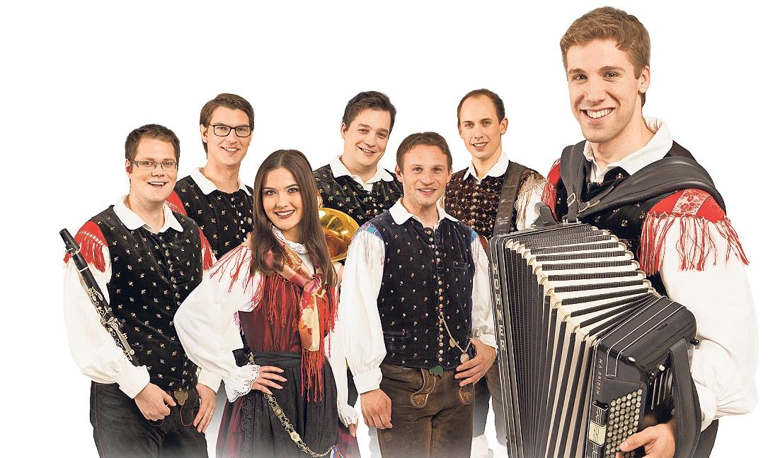 Sašo Avsenik (rechts) und seine Oberkrainer sind am Freitag zu Gast beim Hammricher Frauentag. Foto: red