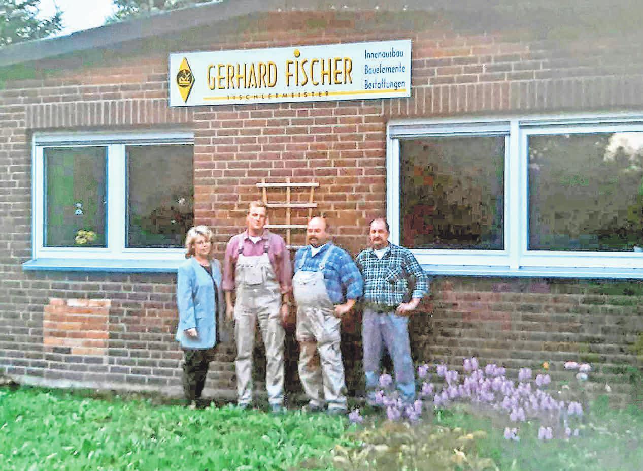 Die Tischlerei zum 10-jährigen Jubiläum, 2001. Hier im Hintergrund zu sehen: Ein Teil der Werkstatt und das Büro in Haimar.