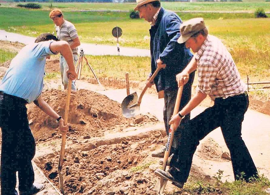 Beim Ausbau der Staatsstraße zwischen Hollfeld und Plankenfels stieß man 1979 auf die Hügelgräber. Fotos: red