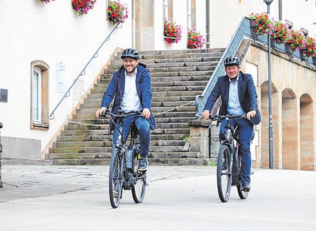 Bürgermeister Steffen Mues (r.) und Stadtbaurat Henrik Schumann machen sich für die neue Kampagne stark. Foto: Stadt Siegen