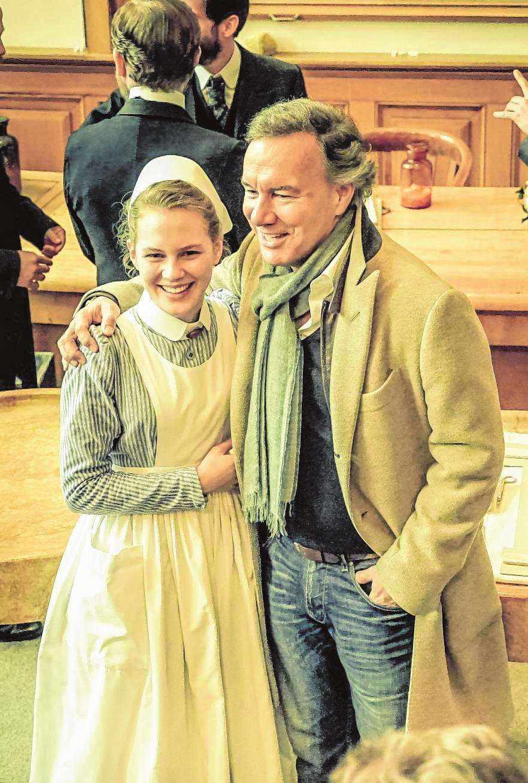 "Immer neugierig, immer nah dran – Nico Hofmann bei den Dreharbeiten zu ""Charité"". BILD: UFA FICTION/NIK KONIETZNY"