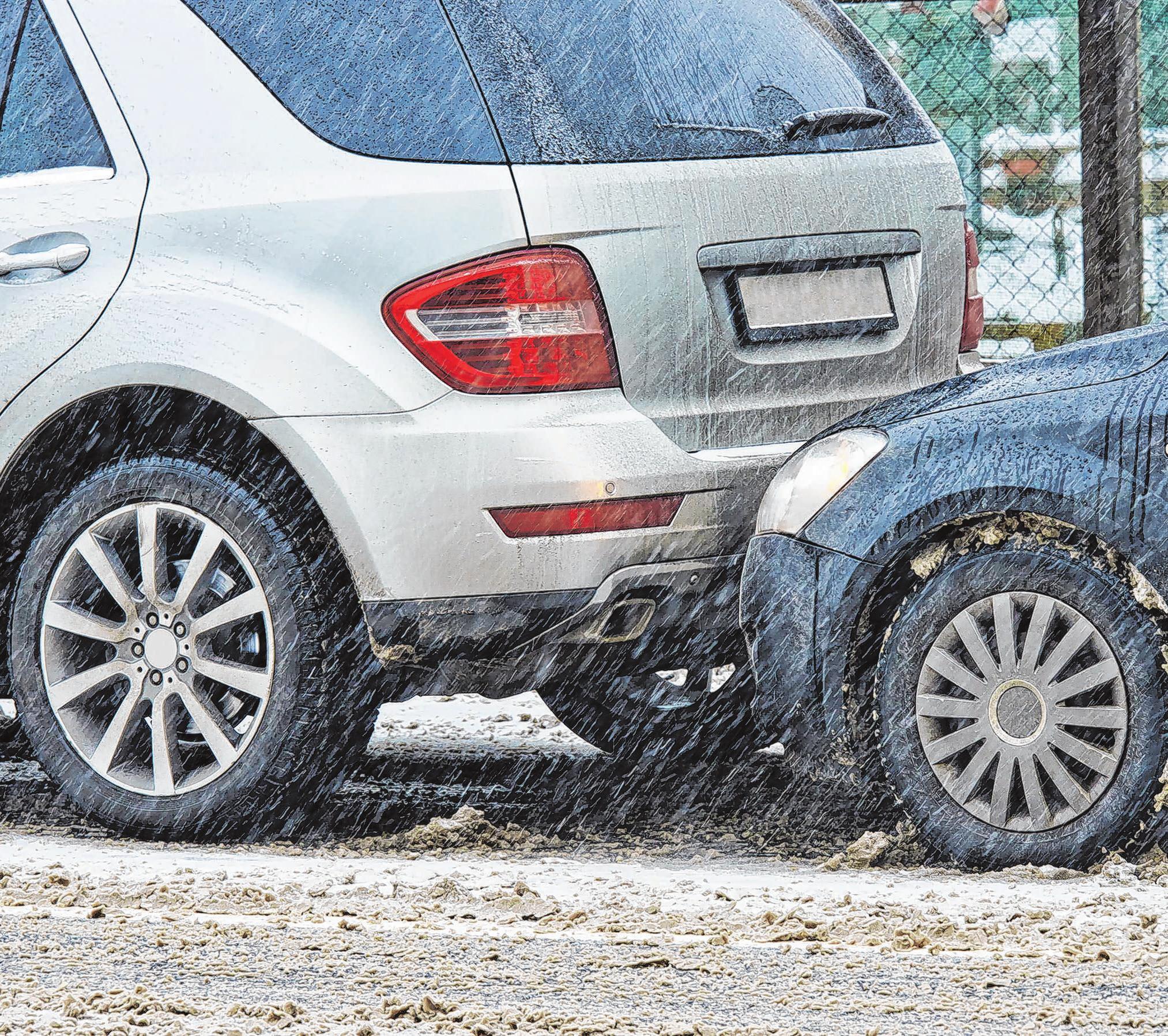 Gerade bei Eis und Schnee ist ein Unfall schnell passiert. Die Schuldfrage muss oft vor Gericht geklärt werden. Deshalb gehört eine Verkehrsrechtsschutzversicherung heute zu den Standardabsicherungen für ein mobiles Leben. Foto: shutterstoch.com