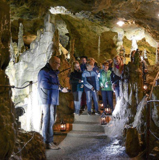 Die Nebelhöhle ist eine Tropfsteinhöhle mit beeindruckenden Stalagmiten, Stalaktiten und Stalagnaten. Bild: Gemeinde Sonnenbühl