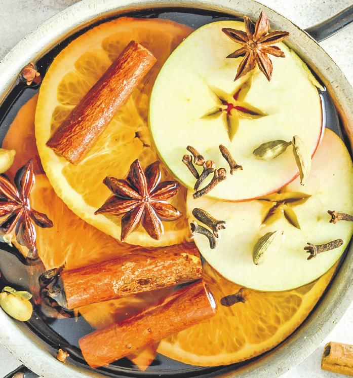 Die Auswahl an unterschiedlichen Gewürzen, mit denen sich Speisen aller Art verfeinern lass en, ist nahezu grenzenlos. Fotos: © Jirkaejc/123RF, © Eran Menashri/Freeimages.com, © Alicja Neumiler/123RF