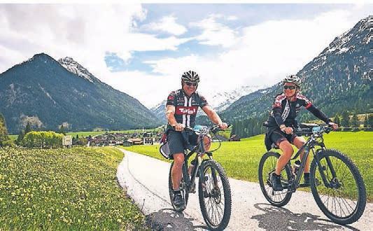 Traumhafte Bergkulisse bei der Tiroler Lech Tour.