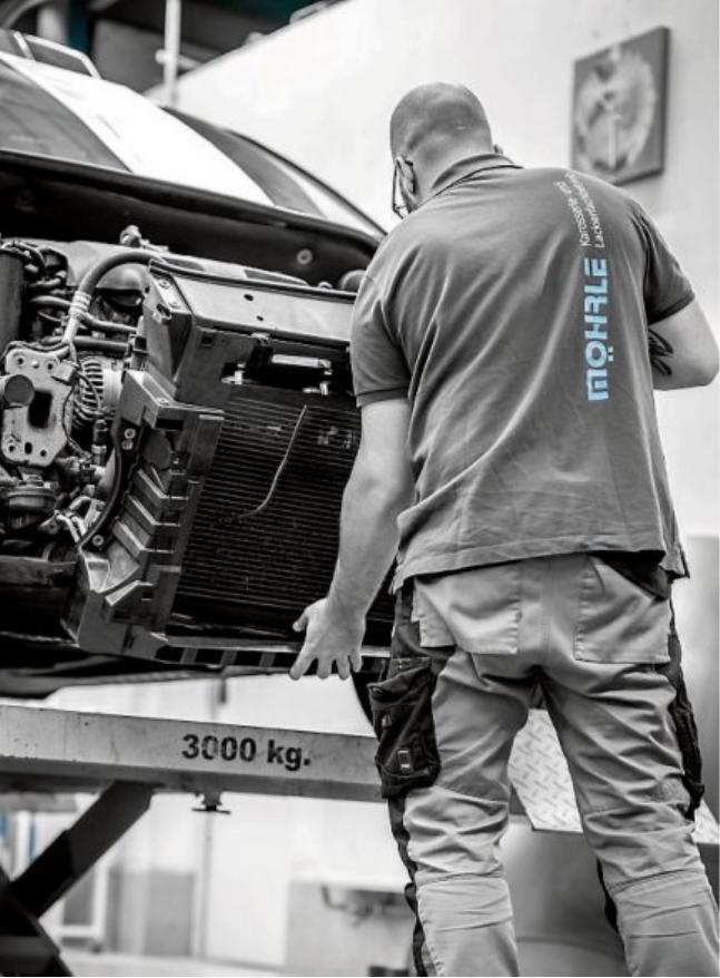 """Aus dem Ein-Mann Lackierfachbetrieb entwickelte sich ein hoch spezialisierter Lackier - und Karosseriefachbetieb mit acht Mitarbeitern. """"Unser Ziel ist es, dass der Kunde so wenig wie möglich durch den Unfall, die Reparatur und all deren Folgen belastet wird"""", so Christopher Marschner, kaufmännischer Leiter bei Möhrle."""