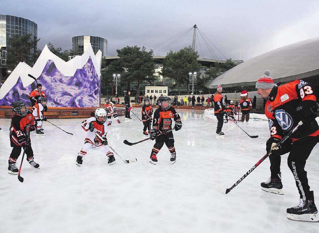 Wolfsburgs Eishockey-Profis und die YoungGrizzlys zeigten Kindern in den Autostadt wie auf dem Eis gespielt wird. Foto: Mario Westphal/Autostadt/