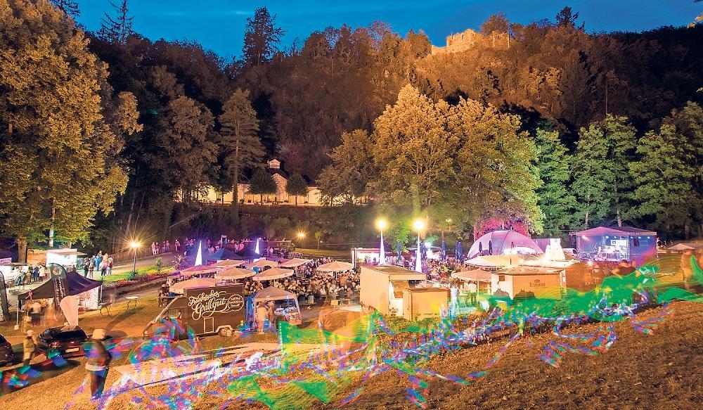 Besonders am Abend hat das Sommerparkfest eine stimmungsvolle Atmosphäre.