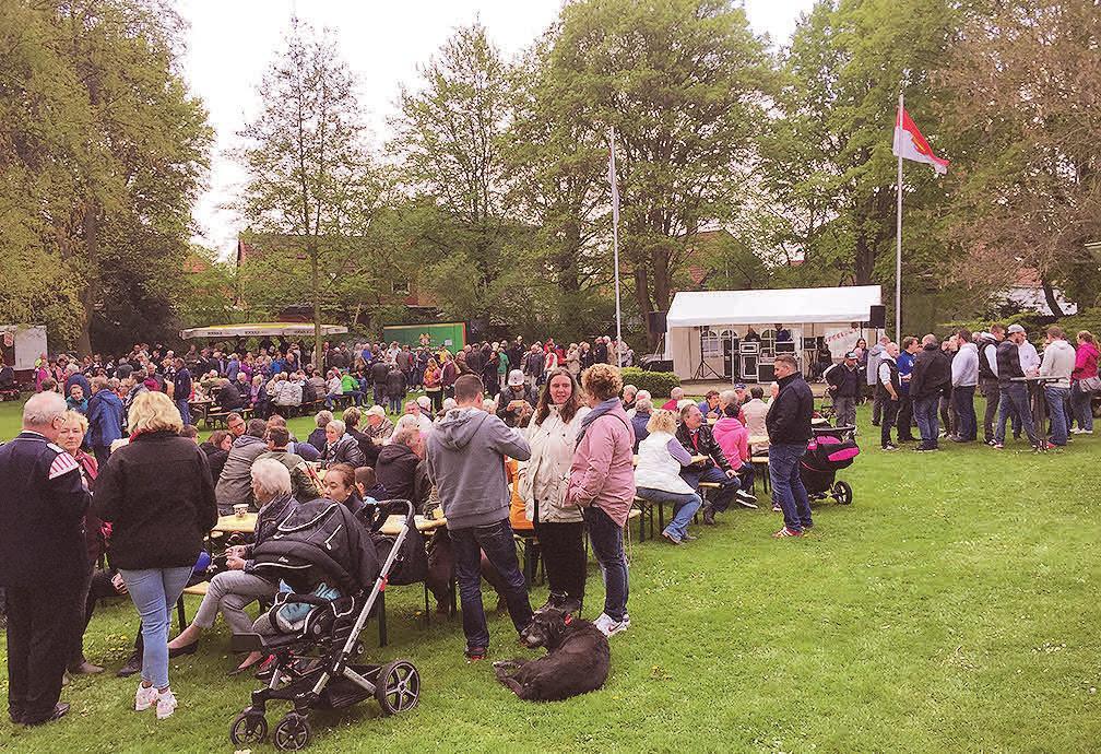 Jahr für Jahr lockt das Vöhrumer Maibaumfest ungezählte Besucher in den Dorfpark.