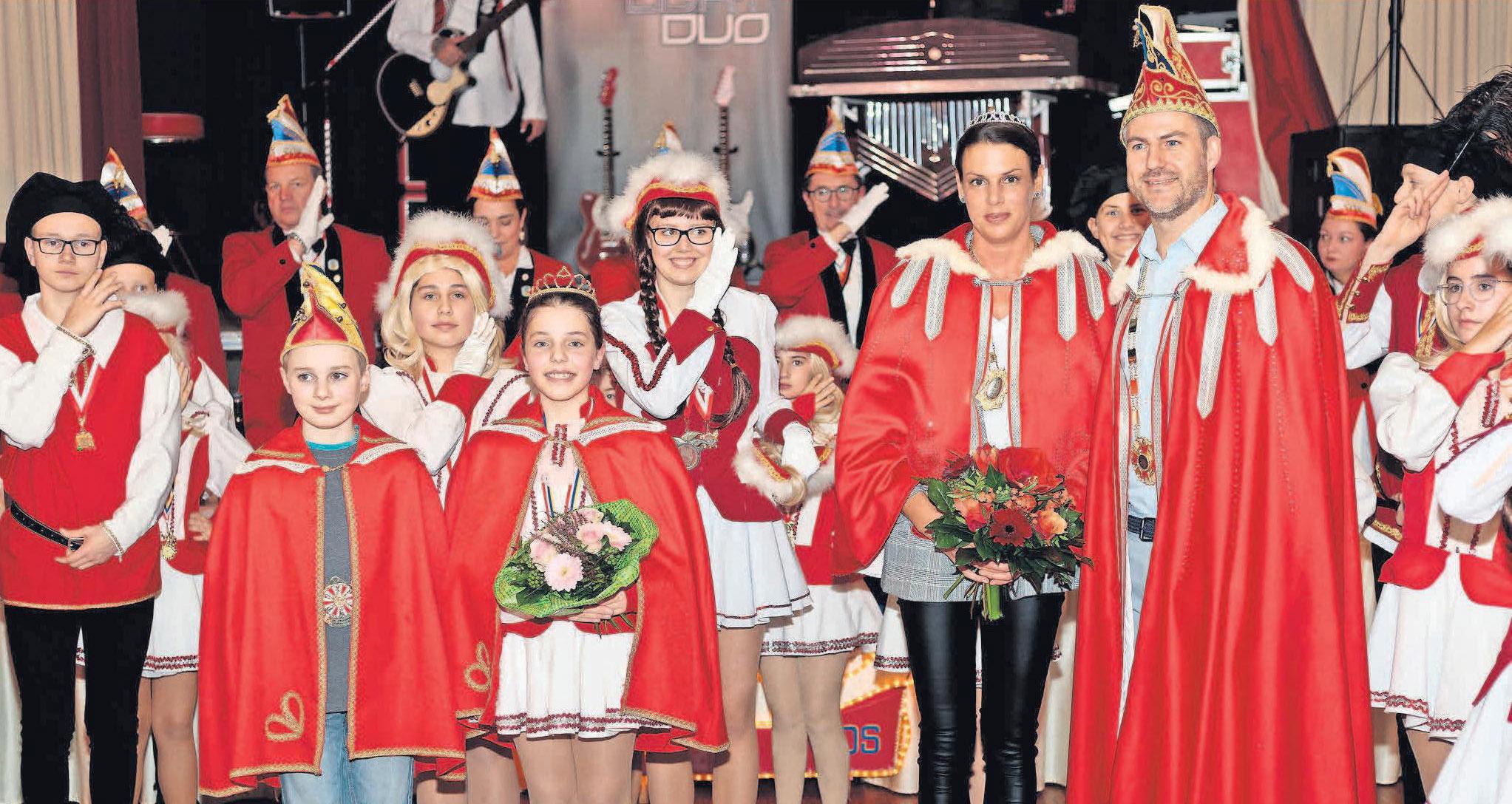 Die Majestäten der aktuellen Kampagne: Prinz Torben I. (vorn, von rechts), Prinzessin Stefanie I., Kinderprinzessin Katharina I. und Kinderprinz Janne I.