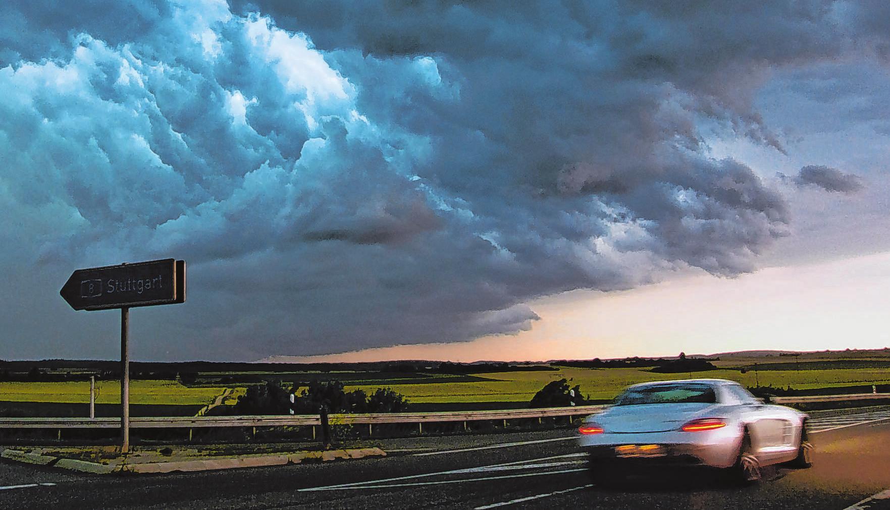 Bei Unwetter mit starken Windböen ist im Auto äußerste Vorsicht geboten. Foto: SturmjaegerTobi/pixabay.com/mid/ak