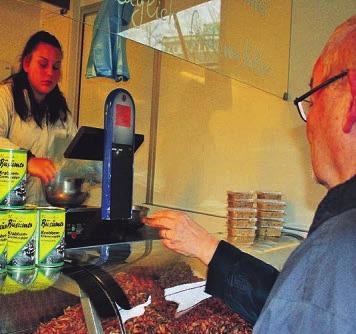 Eyleena Bliefert verkauft Büsumer Krabben frisch vom Kutter von Samir Adrovic