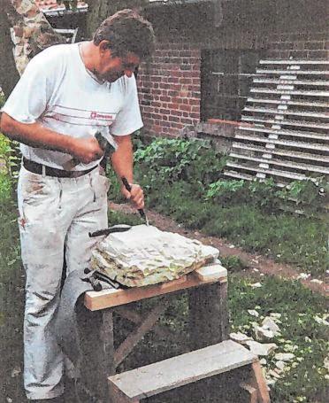 Die Arbeit mit Naturstein liegt Edgar Rüb ganz besonders.