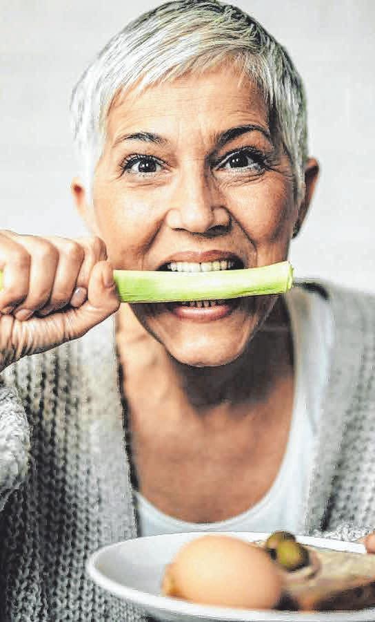 Für den richtigen Sitz des Zahnersatzes in jeder Lebenssituation sorgen Haftcremes FOTO: DJD