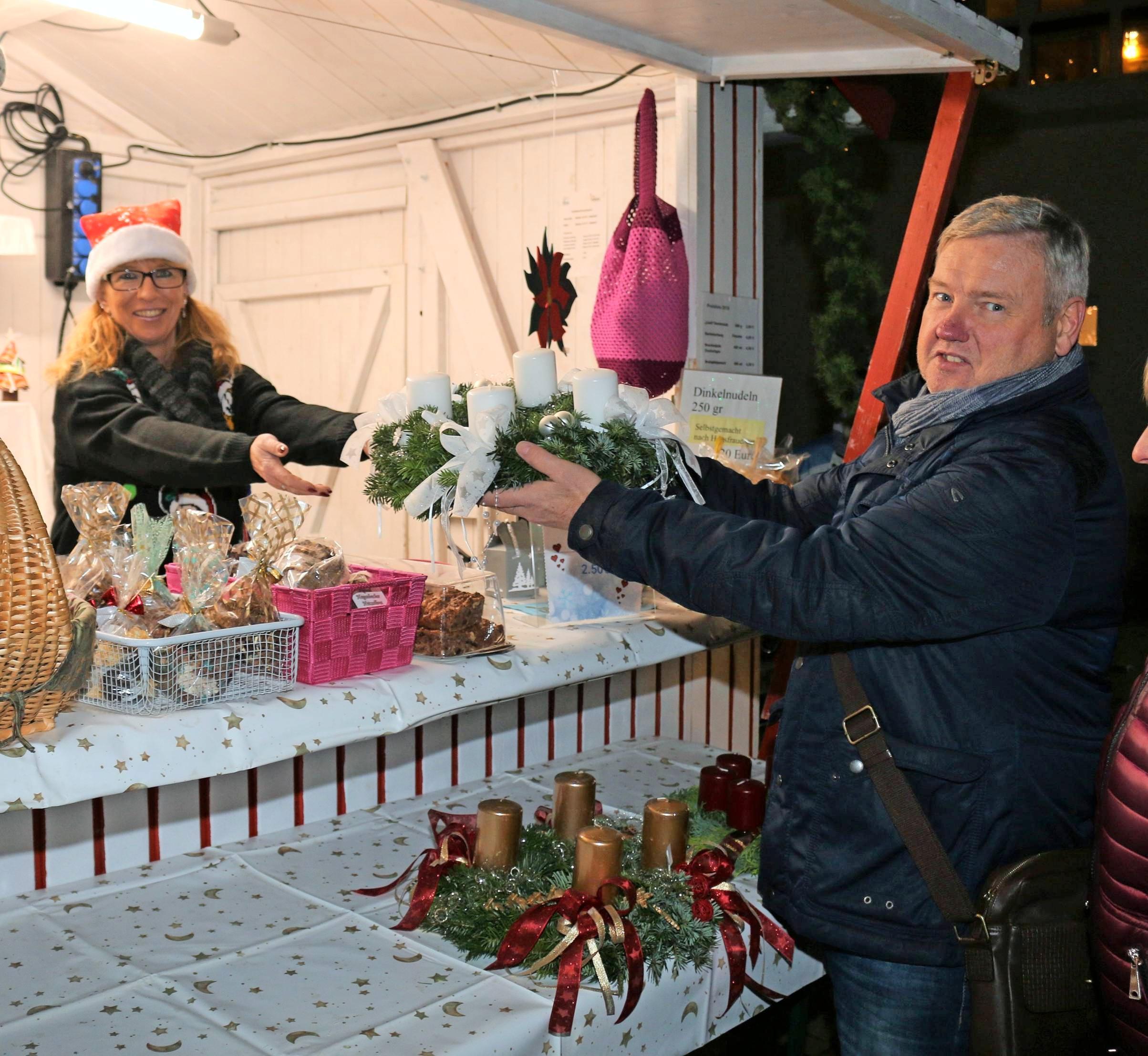 Wie in Kochendorf gab es vielerorts Gelegenheit, sich mit häufig selbstgemachten Kleinigkeiten fürs Fest zu versorgen.
