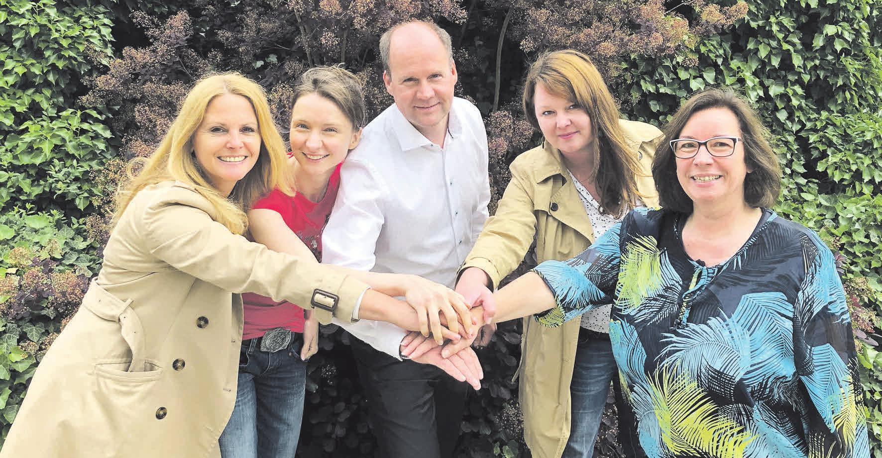 Für die WAZ bewegen sich (v. l.): Silke Kalmbacher, Katarzyna Warzynska, Gordon Firl, Franziska Jackowicz und Martina Ganz. Foto: privat