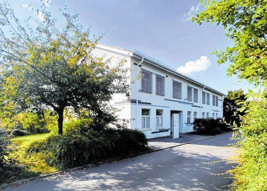 Der Bürositz mit dem umgebauten und sanierten Bürogebäude in der Adam-Ries-Straße 1 auf dem Laurentiusberg in Tauberbischofsheim. BILD: SCHREINER ARCHITEKTEN