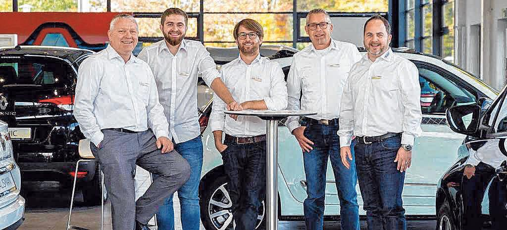 Das Renault- und Dacia Verkaufsteam: v. l. Roland Stumm, Juniorverkäufer Michael Passon, Daniel Rapp, Oliver Baur und Joachim Porada. FOTO: PRIVAT