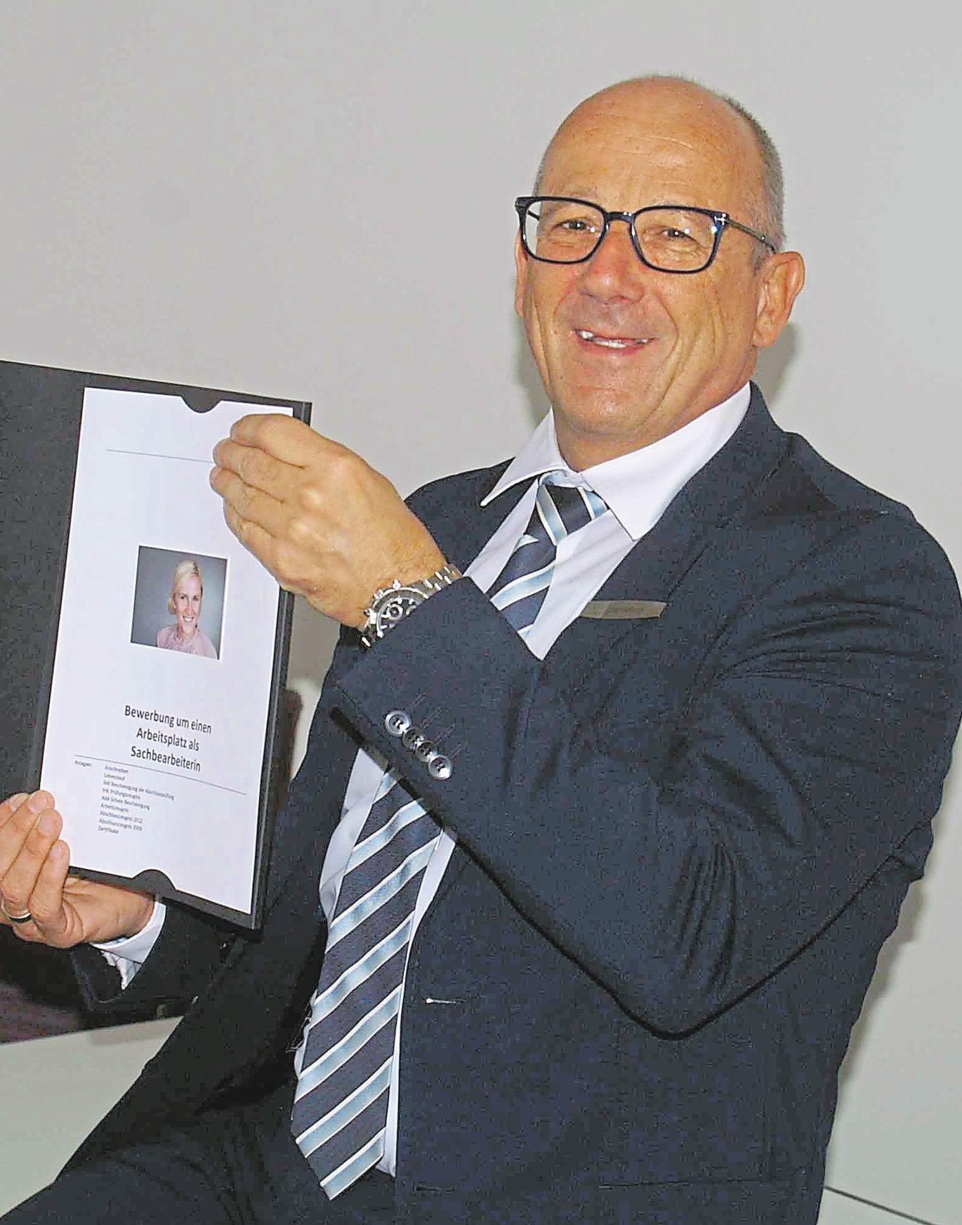 Jörg Hellwig kennt sich mit Bewerbungen aus. Foto: pes