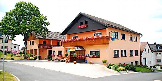 Punzelt in Effelter. FOTOS: J. SCHEIBE