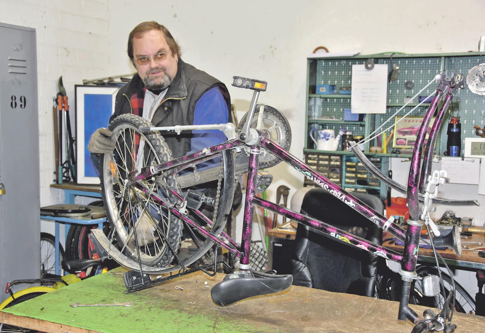 In der Stedemumer Fahrrad- und Metallwerkstatt werden fahrfähige Räder wieder auf Vordermann gebracht.