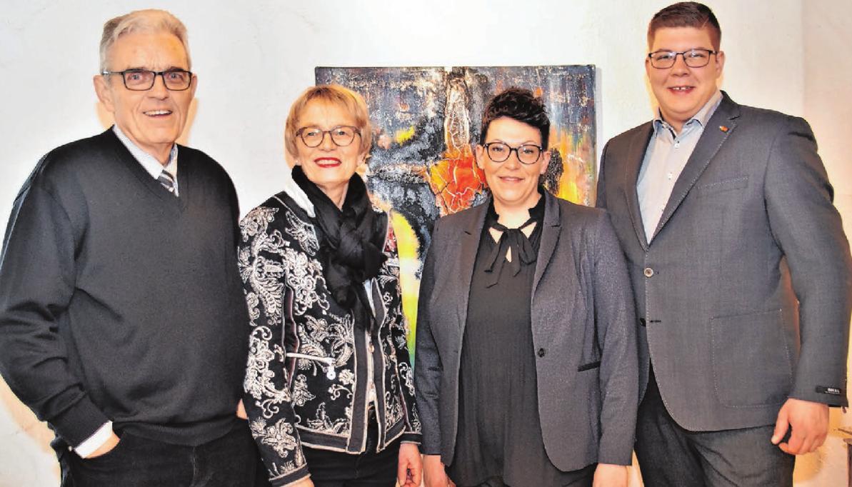Karl und Renate van Kaldekerken haben ihr Geschäft in Langenau an Martina und Felix Bollinger übergeben. Foto: Josephine Schuster