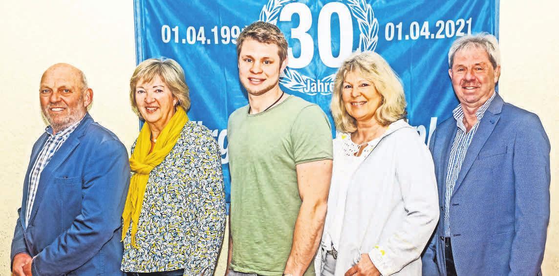 Arno und Monika Westphal (v. l) sowie Christoph, Renate und Friedhelm Jürgens freuen sich über das 30. Firmenjubiläum