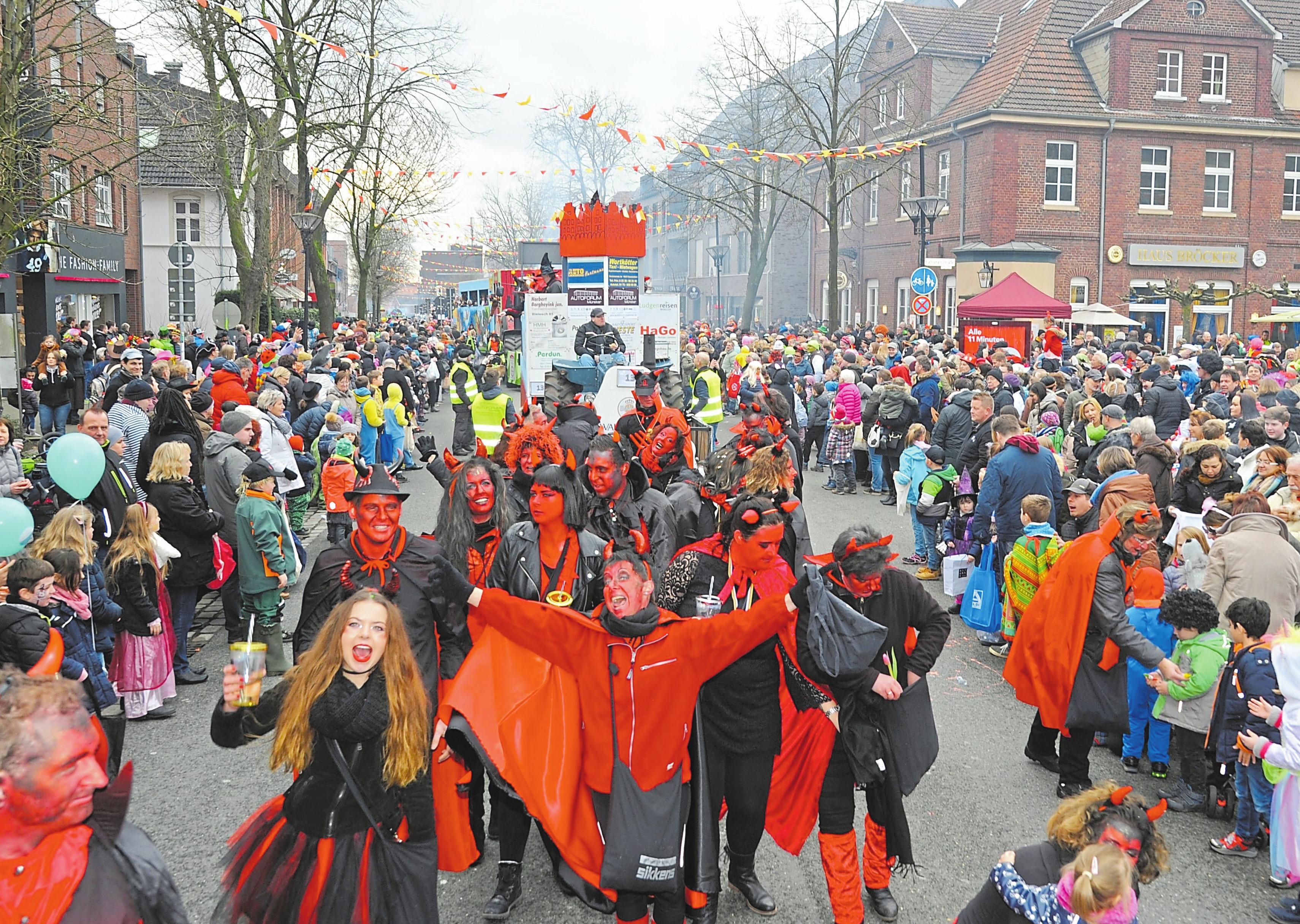 Hiltrup – Helau! Am Samstag, 23. Februar, schlängelt sich Münsters zweitgrößter Karnevalsumzug durch die Straßen. Start und Ziel ist die Marktallee. Fotos: Grottendieck