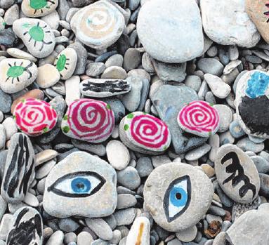 Steine bemalen ist eine schöne Beschäftigung, die gute Laune verbreitet. Foto: Olga Psareva/123rf.com