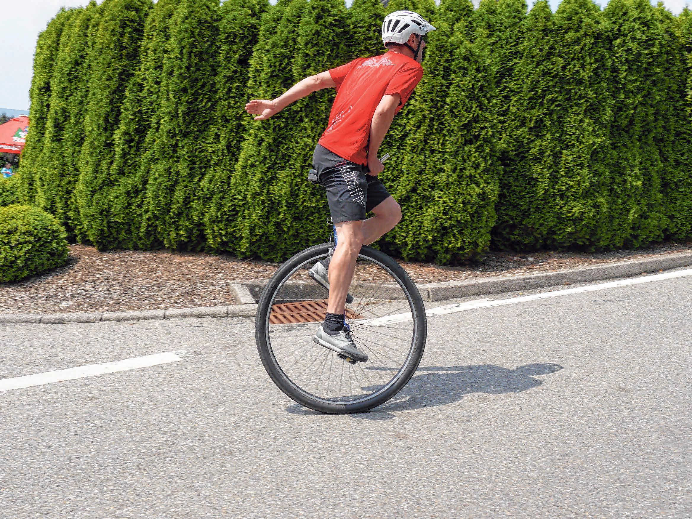 Ein eher ungewönhliches Gefährt beim Bergrennen: Das Einrad.