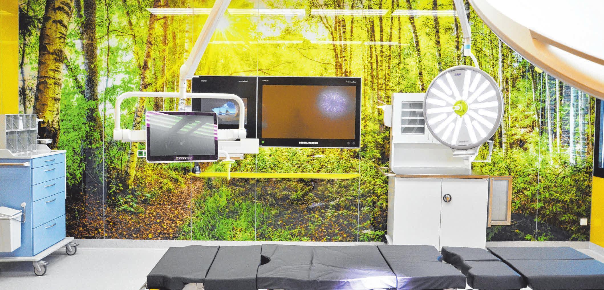 In den sieben, nach dem neuesten Stand der Technik ausgestatteten OP-Sälen werden auf großflächigen Glaswänden regionale Motive gezeigt.