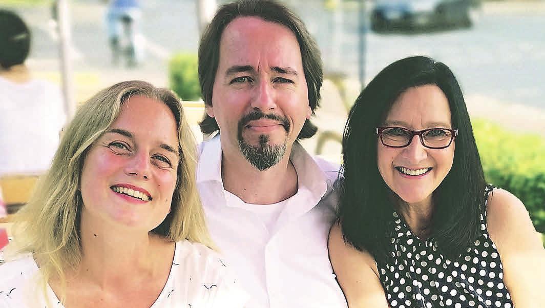 Blicken zuversichtlich in die Zukunft: Yvonne Dannull (von links), Roger Popken und Marion Gigerl, die drei Köpfe der Facebook-Gruppe.