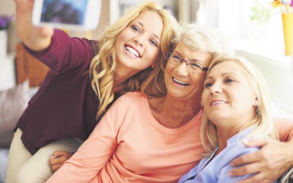 Macht Spaß: ein Selfie fürs digitale FamilienalbumFoto: djd/emporia Telecom/Shutte