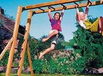 Bewegung macht schlau – am sichersten im eigenen Garten. Foto: JungleGym/Holzland