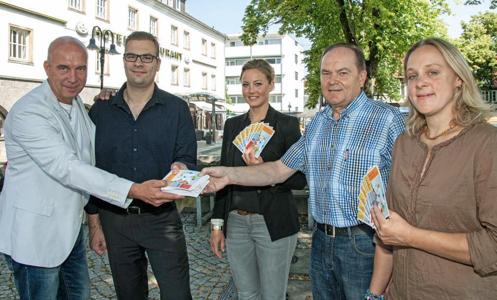 Vor dem Altstadtfest 2015: Anke Brennecke mit Oliver Scharf, Christian Deitzel, Lena Aydin, Norbert Rothbrust. Foto: Rudi Karliczek