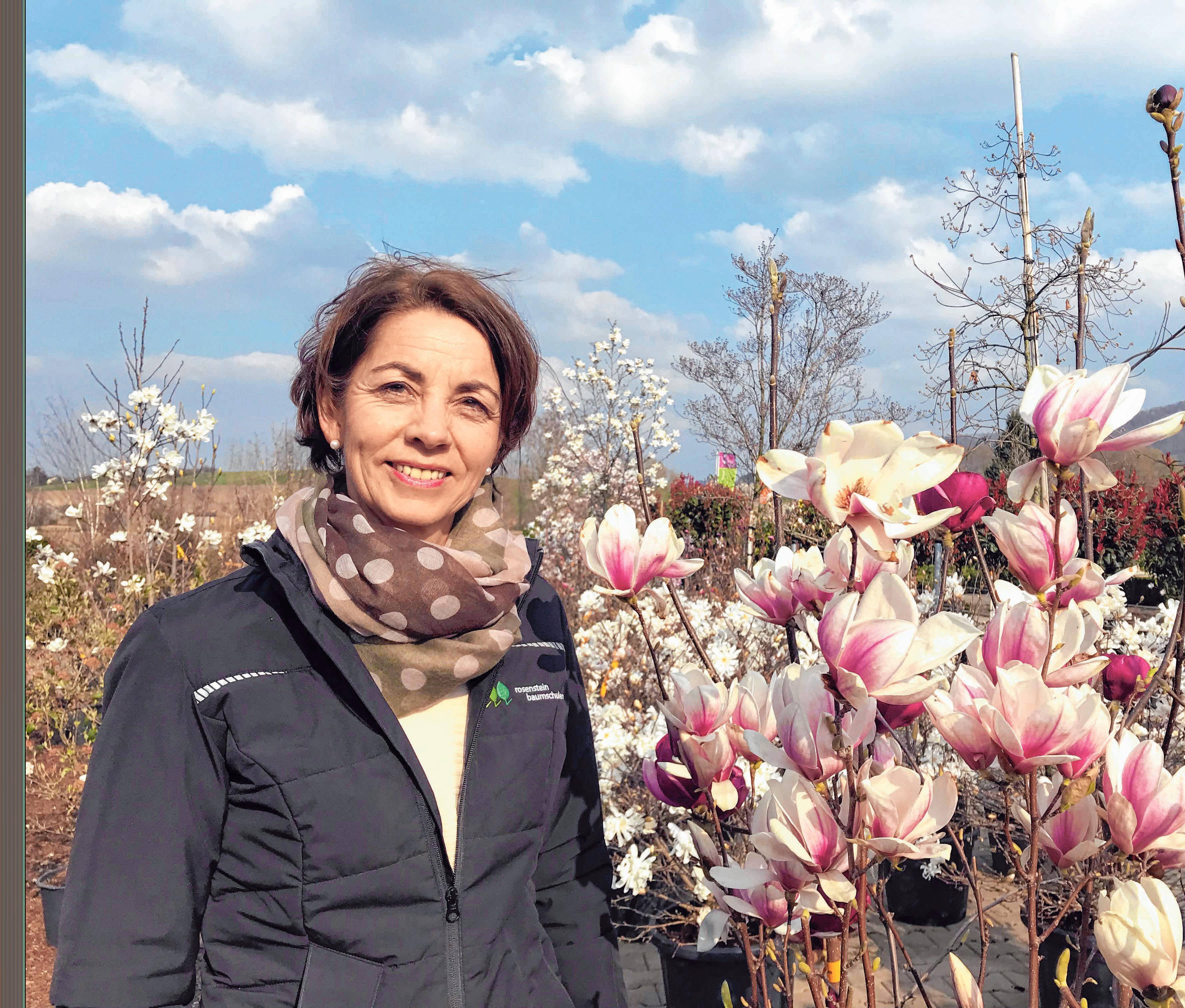 Die Inhaberin Liane Koch von der Rosenstein Baumschule freut sich auf viele Besucher und natürlich auf viele blühende Blumen. Foto: privat