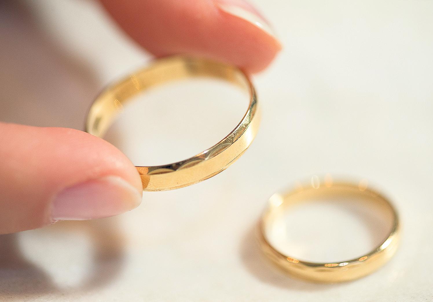 """Nach dem """"Ja"""" gehören die passenden Ringe für Verlobte beziehungsweise Verheiratete unbedingt dazu. FOTOS: DPA"""